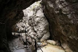 Die frische bergluft der alpen, kristallklares bergwasser und eine grandiose bergkulisse warten auf sie. X J7snqj9cuezm