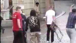 Nach der messerattacke in würzburg sehen sowohl der anwalt als auch die ermittler die gefahr, dass sich der angreifer in der untersuchungshaft etwas antun könnte. Ah3wt6fpzxsam