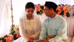 Image result for suami melayu kahwin isteri india