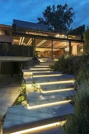 Außentreppenbeleuchtung Treppenbeleuchtung Außen Pinterest Luxuriöses Haus Mit Außentreppen Und Gläsernen Wänden Moderne Schicke Treppen Beleuchtung Zagospodarowanie