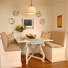 breakfast-nook-seating-Kitchen-Traditional-with-Arts-and-Crafts-banquette |  beeyoutifullife.com