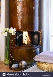 Ein Kachelofen Im Wohnzimmer Schweden Stockfoto Bild