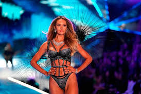 south african model candice swanepoel walks the runway at the 2018 victoria s secret fashion show on