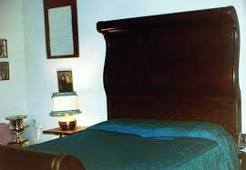 sleigh bed definition and synonyms of