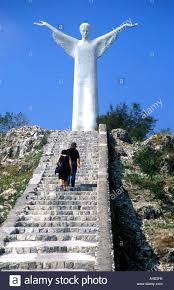 Statua del Cristo Redentore con turisti e pellegrini passaggi di  arrampicata Maratea Basilicata Italia Foto stock - Alamy