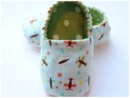 6 Quick Quilted Slippers Patterns to Sew & Photo ... Adamdwight.com