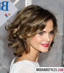 wavy hairstyle idea for um length hair