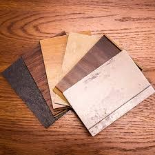 sàn nhựa vân gỗ tốt hơn sàn gỗ chịu nước