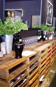 As prateleiras feitas com paletes de madeira, são muito decorativas, tanto em espaços aberto, como dentro de casa. Como Fazer Estante Em Paletes Artesanato Cultura Mix
