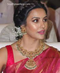 Priya Anand in temple jewellery - Indian Jewellery Designs