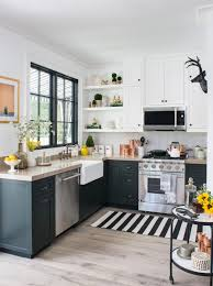 Many have the gas lines, vent hoods, supply water lines, 220 electric service, and sewer pipes jammed into spaces as small as 200 square feet. Small Kitchen Layouts Pictures Ideas Tips From Hgtv Hgtv