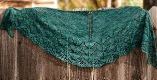 Knit Shawl Pattern Beauteous Travelling Woman Knitted Lace Shawl [FREE Knitting Pattern]