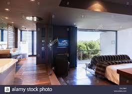 Glas Trennwand Zwischen Schlafzimmer Und Bad Stockfoto Bild