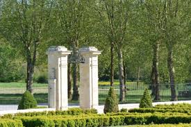 medoc winery garden gate may 2016 bordeaux