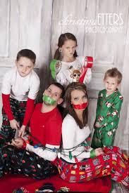 Christmas Family Photo 20 Fun And Creative Family Photo Ideas Family Christmas Photos