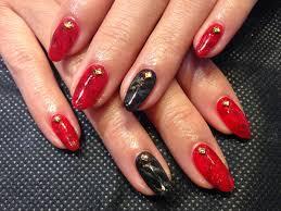ネイル シンプル 赤 黒