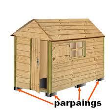 exemple de poulailler construit en bois