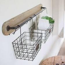 Otimize seu uso na sala de estar, cozinha, quarto e até no banheiro. Cesto Aramado Como Usar Para Organizar