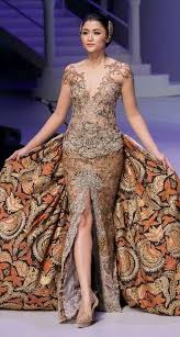 Anne avantie (born in semarang, 20 may 1965) is a contemporary kebaya pioneer. Kebaya Anne Avantie Batik Fashion Batik Dress Kebaya Dress