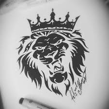 тату эскиз лев в короне классический орнамент в силе трайбл