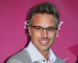 His clients at William Morris include Hilary Duff, Taylor Swift, and Paris Hilton. In 2006, he bega... Jason Trawick Biography | Jason Trawick Videos - jason-trawick-the-x-factor-season-two-premiere-01