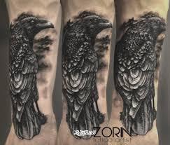фото татуировки ворон в стиле реализм татуировки на предплечье