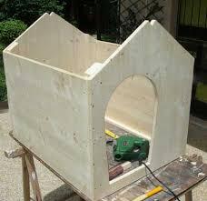 Cuccia per cani in costruzione