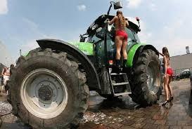 Concours du tracteur le plus cradingue - Page 13 Images?q=tbn:ANd9GcQz3qO0vxglyU4ZkFk1KDO65Z4pikaXpDpoxjTrcaAdtynGWeBO