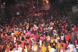 """Resultado de imagem para Carnaval de Apodi mantém a tradição dos """"arrastões"""" que animaram milhares de pessoas durante os dias de festa"""