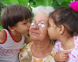 Resultado de imagen de ancianos en Cuba familia