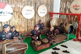 Nada yang dihasilkan bukanlah sebuah nada yang tetap, sesuai. Contoh Musik Ansambel Tradisional Di Indonesia