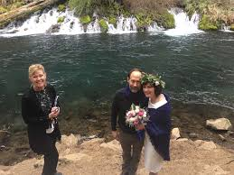 Wendy Duncan Ministries - Central Oregon Wedding Officiant - Bend Bridal  Guide