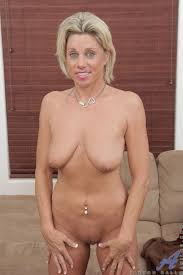 Hot Naked Blonde Mature Woman From