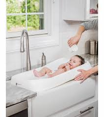 4moms infant bath tub clean water flows in dirty water flows out