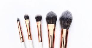 10 <b>кистей</b> для макияжа на каждый день