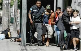 Resultado de imagem para imagens de leis que incentivaram as favelas