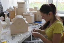 Гжельский государственный университет Орлова Алёна за работой над Студенты 44 группы Декоративно прикладное искусство