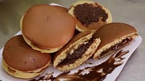 Cách làm bánh rán doremon nhân socola thơm ngon không cần máy đánh trứng