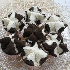 Bagi yang ingin mencoba membuat bolu kukus pandan di rumah, ada sejumlah resep pilihan yang bisa langsung dicoba, nih. Cara Membuat Resep Bolu Kukus Cokelat Mekar