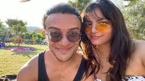 """Camdaki Kız dizisinde """"Tako"""" karakterini canlandıran oyuncu Hamza Yazıcı,  sevgilisi Şenay Forbes'e atılan mesajlara isyan etti..."""