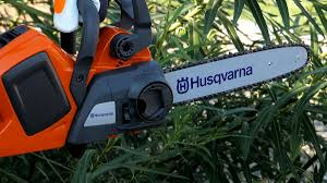 Видеообзор аккумуляторной цепной <b>пилы Husqvarna 436 Li</b>
