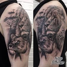тату реализм тату льва и львицы на плече черно белая тату тату