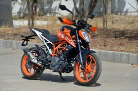 2018 ktm duke 390.  duke the fuel tank is also allnew itu0027s built out of steel and capable  holding up to 135 litres as with the duke 250 which we reviewed a week back  intended 2018 ktm duke 390