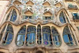 In Barcelona with Gaudi, architecture lived a climax of the sensual curve -  Art Barcelona Tours