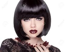 ファッション黒のボブの髪型とブルネットの少女モデル女性魔性の女白