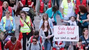 Strike action, also called labor strike, labour strike, or simply strike, is a work stoppage, caused by the mass refusal of employees to work. Kindern Erklart Warum Es Streik Gibt