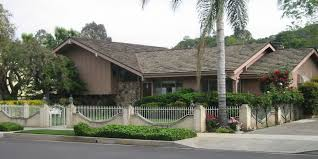 How Much Do TV Houses Cost In Real Life HuffPost - Brady bunch house interior pictures