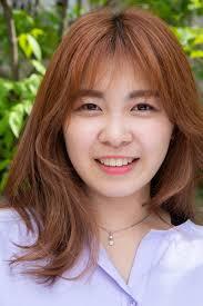 韓国ヘアスタイル 自然なカラー感のレイヤーカットピンクパープル