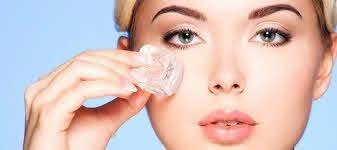 𝓗𝓞𝓣 Chườm đá lên mặt có tốt không? Công dụng của nước đá với da