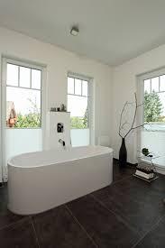 Badezimmer Mit Freistehender Badewanne Stadtvilla Markant